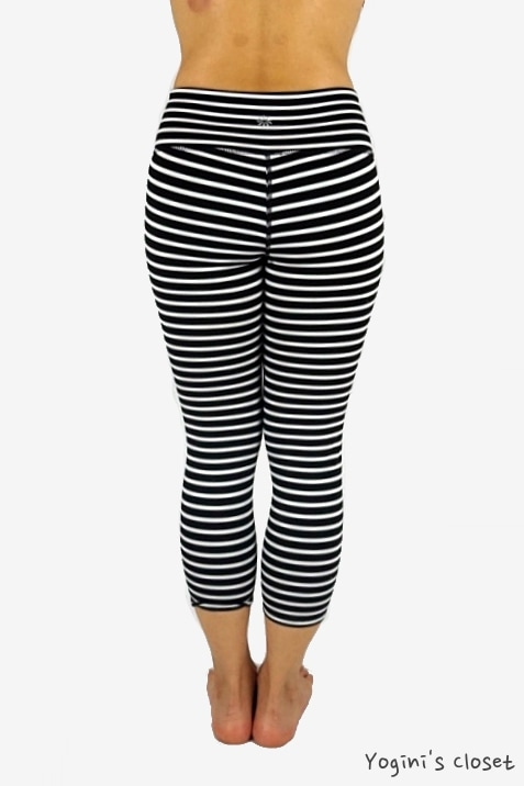 Yoginis closet Athleta Stripes Chaturanga Capri review