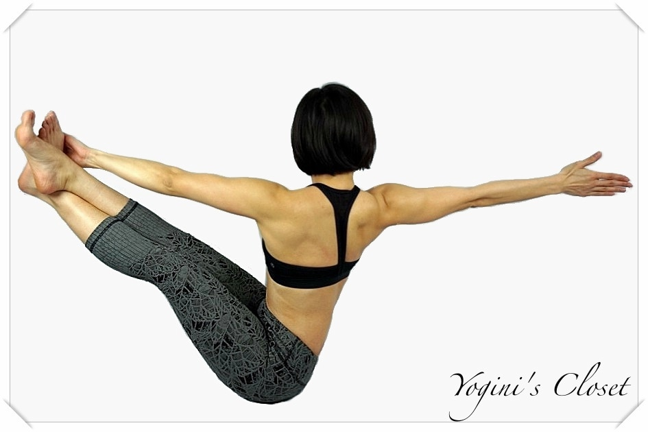 Vimmia Legging Review Leaf Jacquard Craop, twisted navasana, twisted boat pose, yogini's closet, yoga pants review