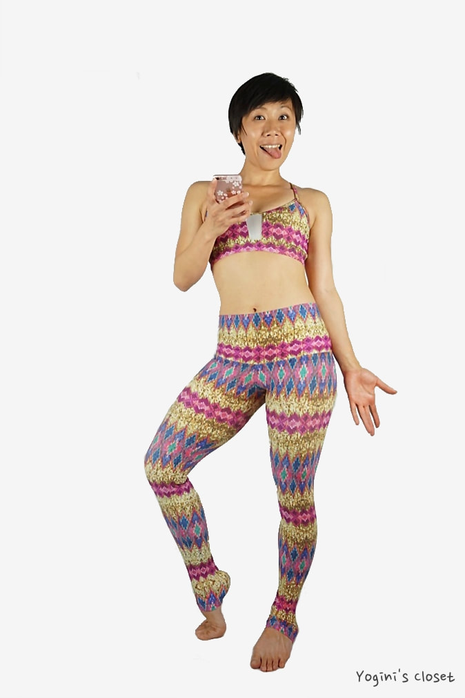 Yoginis Closet Liquido Wide Waistband Patterned Yoga Legging in Magic Sequin Review